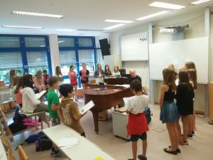 Kinder_am_singen[1]